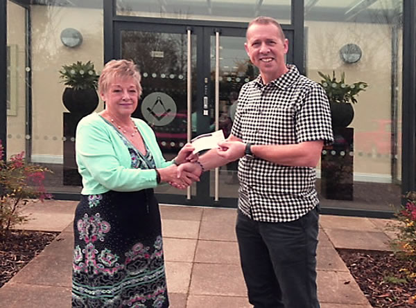 Gill Bott presents £1,000 cheque to Ian Spencer